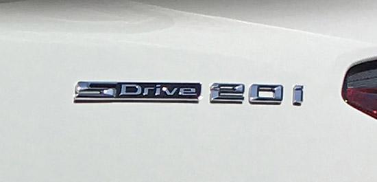 ベースグレードのSdrive 20iエンブレム