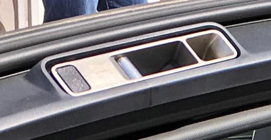電動ソフトトップのロック穴