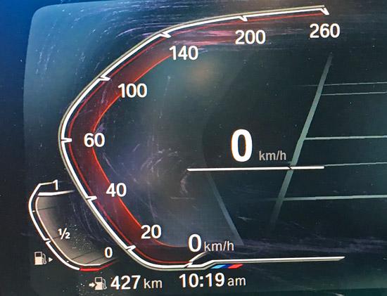 スピードメーターと燃料計