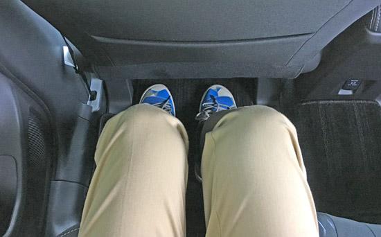 エクリプスクロス・ディーゼルの後席の足元の広さ