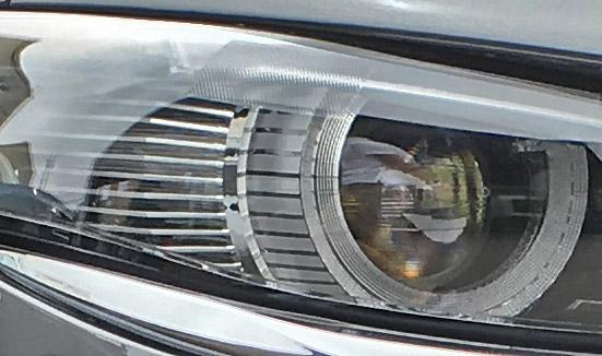 マツダ3のプロジェクターヘッドライト