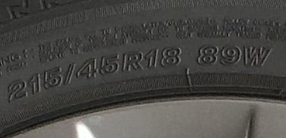 マツダ3XDは215/45R18
