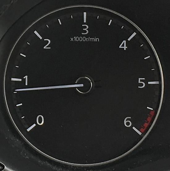 マツダ3XDの回転計タコメーター