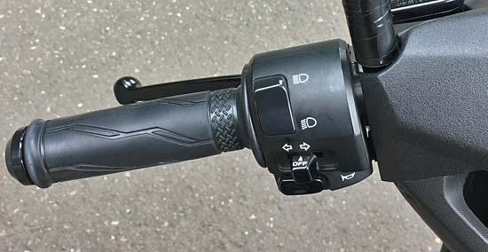 ハンドル左側のスイッチ類