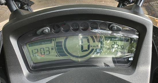 トリシティ125のデジタル液晶スピードメーター
