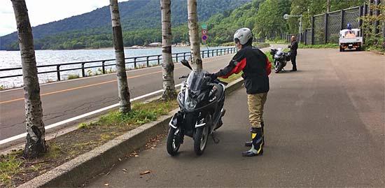 北海道ツーリング。支笏湖でトリシティ125を試乗。