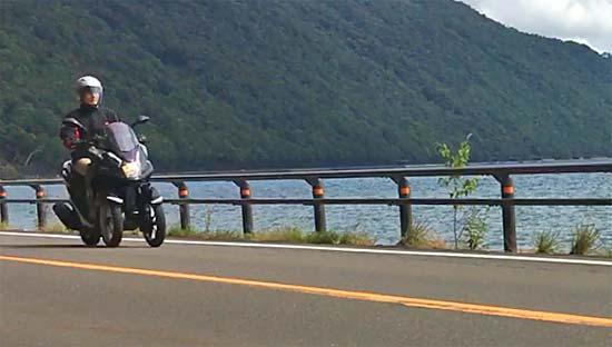 支笏湖とトリシティ125その2