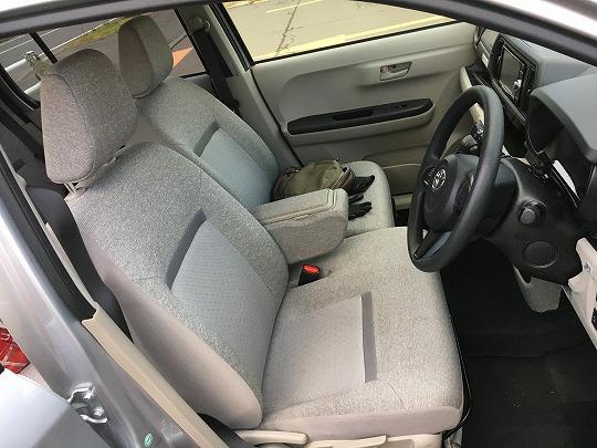 パッソの運転席