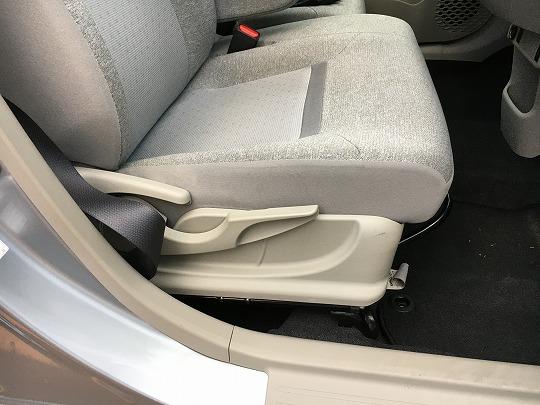 パッソのシート座面は柔らかい