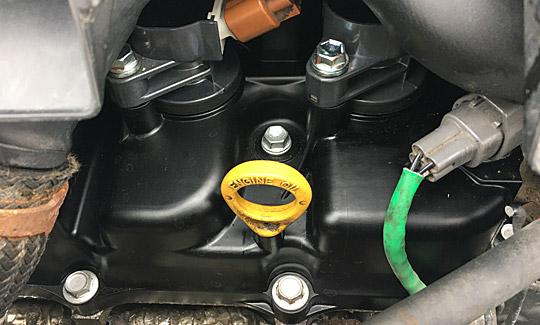 新しいエンジンヘッドカバー(カムカバー・タペットカバー)
