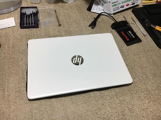 HP 14s-dk0101AUの色はホワイト