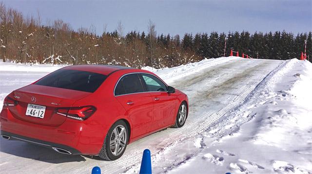 A250で雪の坂道走行