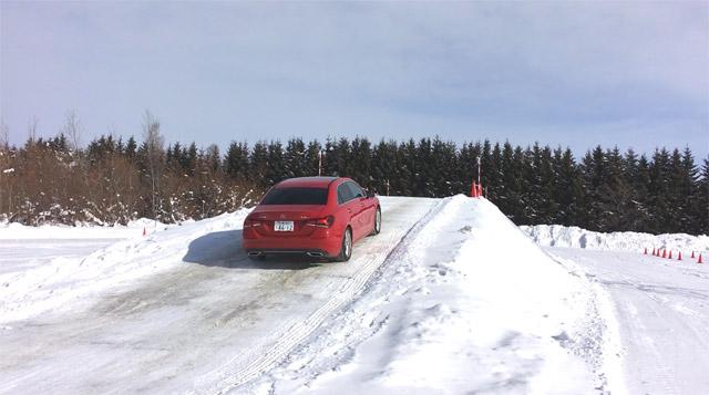 A250で雪の坂道走行2