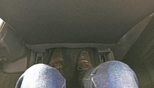 ロッキーの後席の足元の広さ