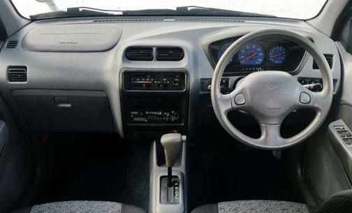 ダイハツの軽SUV、テリオスキッドのスピードメーターはブルー