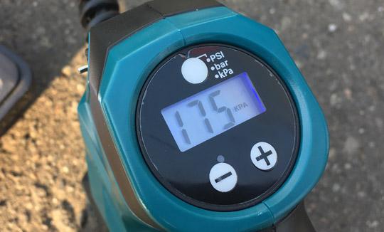 現在の空気圧が表示される。
