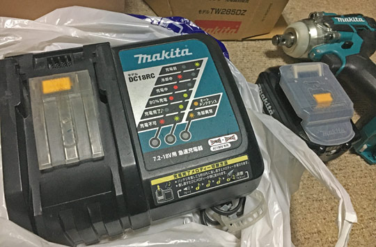 中古品のマキタ充電器を購入。