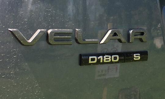 ヴェラールD180のエンブレム