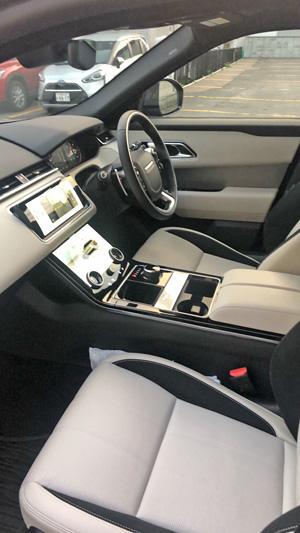 ヴェラールの助手席と運転席