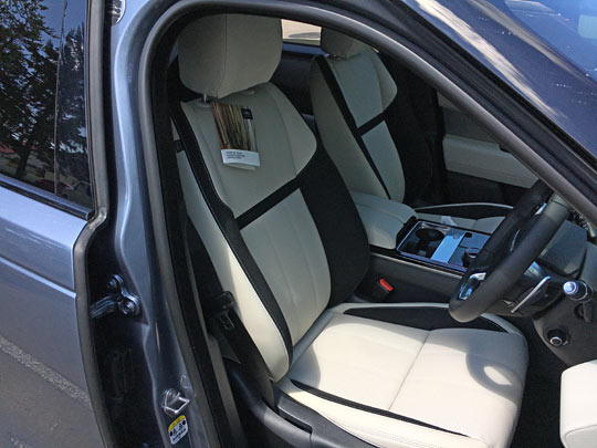ヴェラールの運転席