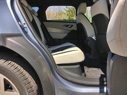 ヴェラールの後席の座面・背中面の角度