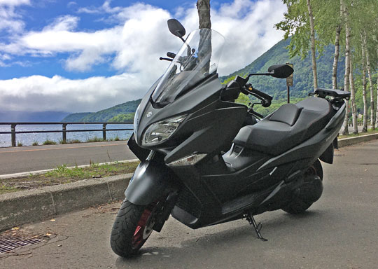 支笏湖でバーグマン400の撮影