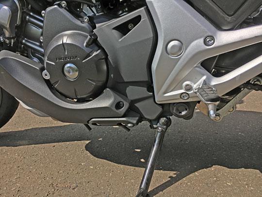 クラッチバイクではないので、シフトチェンジペダルがNC750XDCTにはありません。
