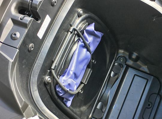プリロード設定は車載工具で行う。