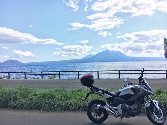 NC750XDCTと支笏湖