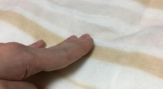 手触りはサラリとしています。