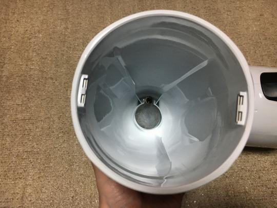 ボディのカップ内にゴミが溜まります。