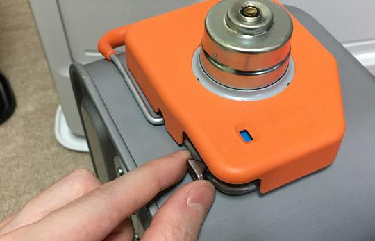FH-WZ3620BYの給油タンクには汚れま栓。