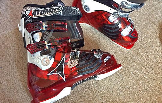 ATOMICアトミック4バックル赤いスキーブーツ
