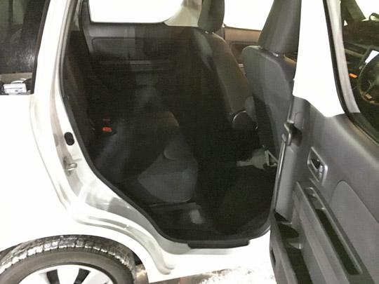 6代目ワゴンRFXハイブリッド4WDの後席は広い。