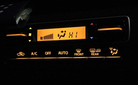 ワゴンRのエアコン調節モニターとボタン