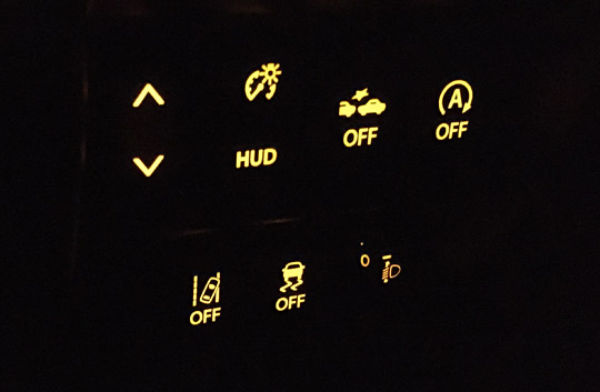 ワゴンRの横滑り制御ボタンなど。