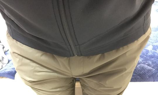 タイツとインナーパンツ、インナージャケットを着た状態で履いてみます。