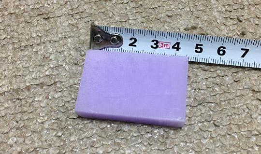 4.5センチほどの小さい固形ワックス