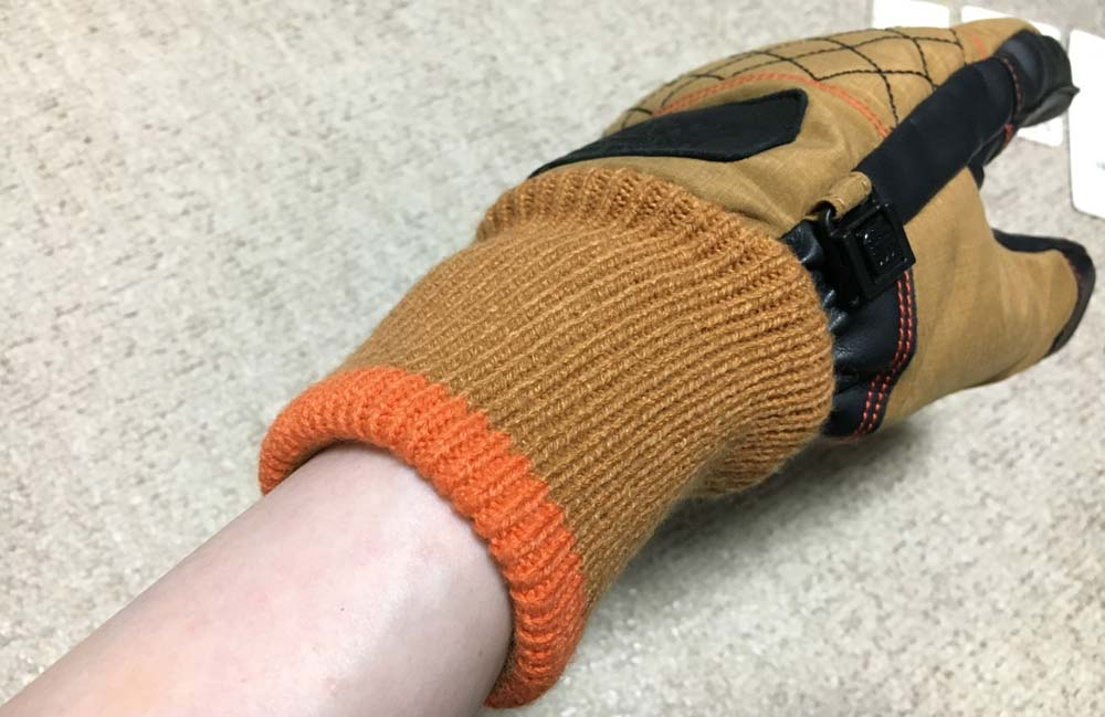 着用するだけで発熱するスキー手袋